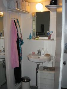 Værelse på Kollegiegården (skab med håndvask)